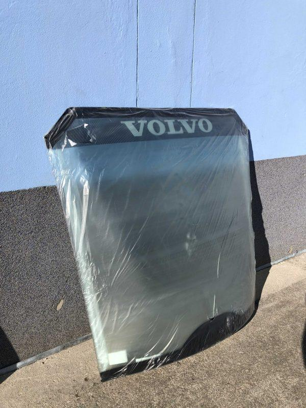 VOE 11104449 Front Glass